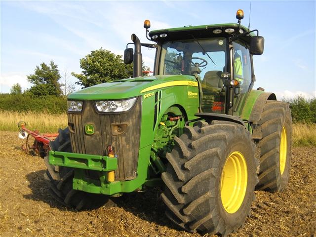 dryland hire john deere 8r series tractor trailer. Black Bedroom Furniture Sets. Home Design Ideas